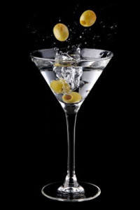 martini-cocktail-with-olives-and-splash